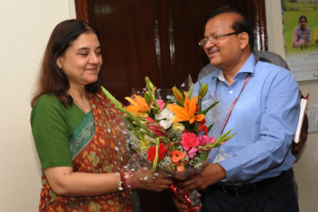 Shri Shankar Aggarwal, Secretary, WCD, welcoming the Hon'ble Minister of WCD, Smt. Maneka Sanjay Gandhi on her first day in office on 28th May 2014 - Photo 1